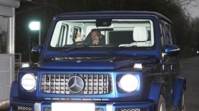 Bek MU, Aaron Wan-Bissaka, dengan mobil sangarnya, Mercedes G-Wagon