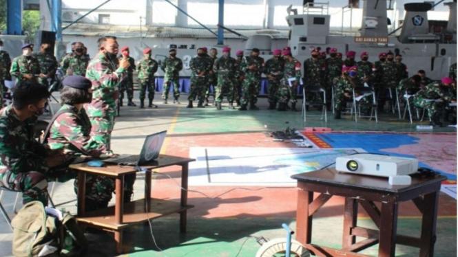 VIVA Militer: Prajurit Koarmada II Laksanakan Latihan Tactical Floor Game