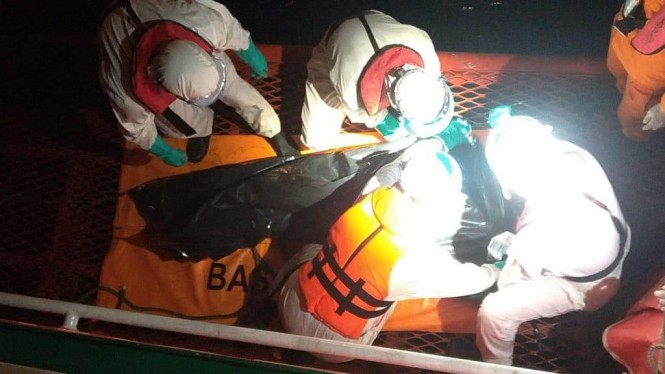 Proses evakuasi Kapal ikan
