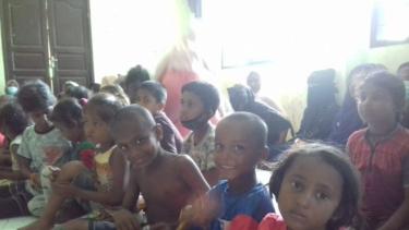 https://thumb.viva.co.id/media/frontend/thumbs3/2020/06/30/5efa9246ee0b4-warga-aceh-menuai-pujian-dunia-selamatkan-100-pengungsi-rohingya-di-laut_375_211.jpg