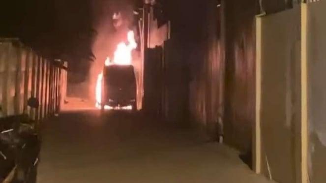 Mobil Alphard milik Via Vallen diduga dibakar