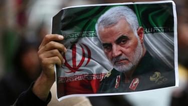 https://thumb.viva.co.id/media/frontend/thumbs3/2020/06/30/5efac92cbdd0f-qasem-soleimani-iran-rilis-surat-perintah-penangkapan-donald-trump-atas-pembunuhan-komandan-pasukan-quds_375_211.jpg