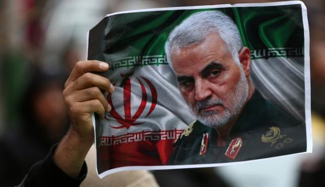 https://thumb.viva.co.id/media/frontend/thumbs3/2020/06/30/5efac92cbdd0f-qasem-soleimani-iran-rilis-surat-perintah-penangkapan-donald-trump-atas-pembunuhan-komandan-pasukan-quds_663_382.jpg