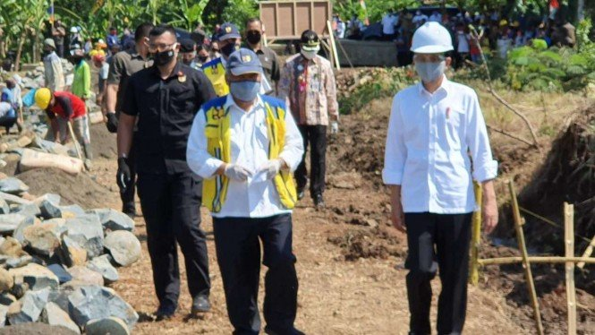 Presiden Jokowi dan Menteri PUPR blusukan di Jawa Tengah.