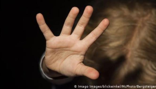 https://thumb.viva.co.id/media/frontend/thumbs3/2020/07/01/5efc00ef04124-jerman-investigasi-30-ribu-tersangka-yang-diduga-terlibat-jaringan-pedofilia_663_382.jpg