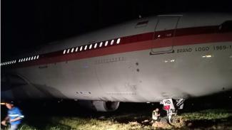 Pesawat Garuda Keluar dari Lintasan Saat Lepas Landas di Makassar