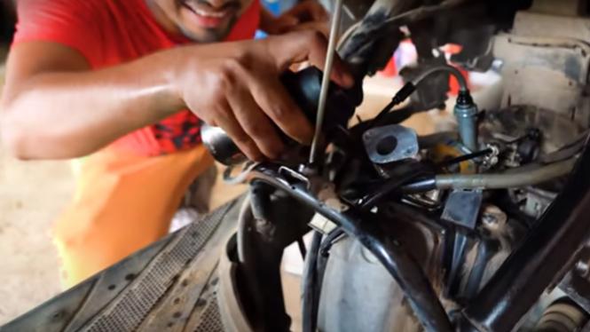 Eksperimen deodoran sebagai pengganti bensin motor