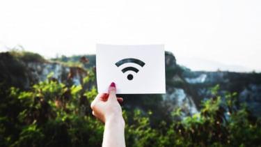 https://thumb.viva.co.id/media/frontend/thumbs3/2020/07/03/5efed2c3845a7-duh-kecepatan-rata-rata-internet-ri-jauh-tertinggal_375_211.jpg