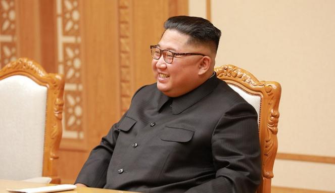 https://thumb.viva.co.id/media/frontend/thumbs3/2020/07/03/5efee68bf31b1-covid-19-di-korut-kim-jong-un-klaim-keberhasilan-gemilang-korea-utara-atasi-virus-corona_663_382.jpg