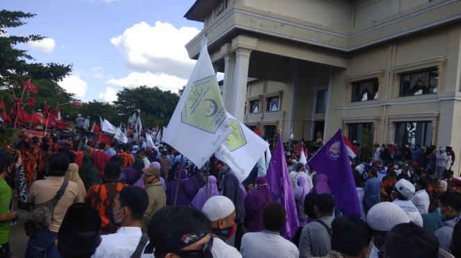 Demo tolak RUU HIP di depan kantor DPRD Jambi