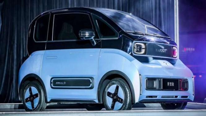 Mobil listrik Baojun e300