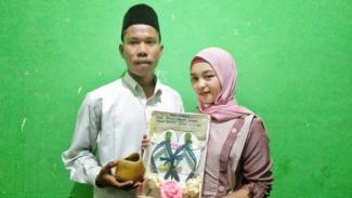 Pernikahan bermahar sandal jepit di Lombok