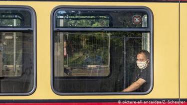 https://thumb.viva.co.id/media/frontend/thumbs3/2020/07/04/5f00245f13ace-penumpang-bandel-tidak-pakai-masker-perusahaan-transportasi-berlin-punya-solusi-jitu_375_211.jpg