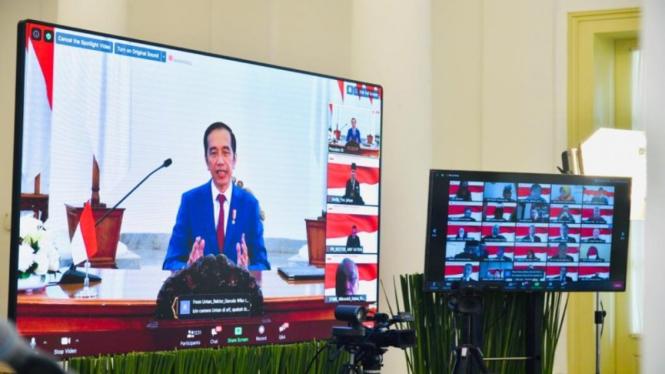 Presiden Joko Widodo  membuka Konferensi Virtual Forum Rektor Indonesia