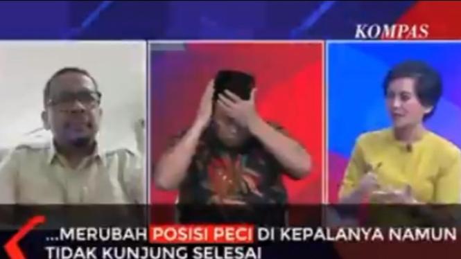 Arief Poyuono sibuk urus peci (Twitter/Rosianna Silalahi)