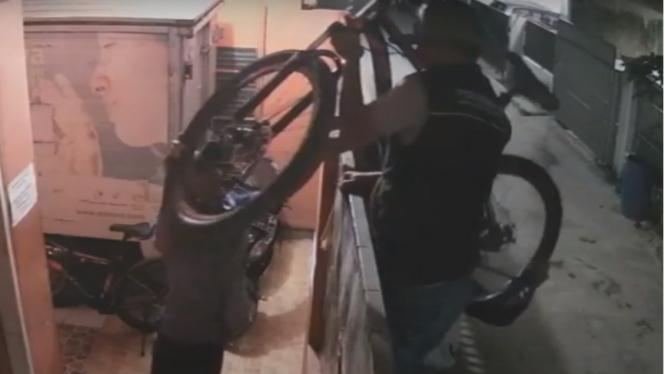 Komplotan maling sepeda beraksi di Bandung, Jawa Barat