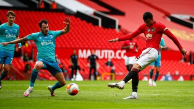 Striker muda Manchester United, Mason Greenwood, cetak gol ke gawang Bournemouth