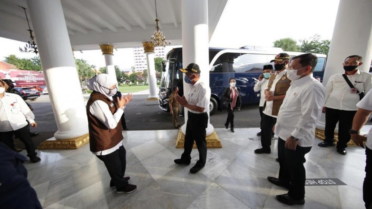 Ketua Gugus Tugas, Menko PMK dan Menkes di Surabaya