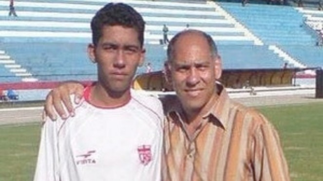 Striker Liverpool, Roberto Firmino, saat masih remaja