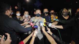 Kapolres Metro Jakarta Pusat, Kombes Heru Novianto saat diwawancarai awak media.