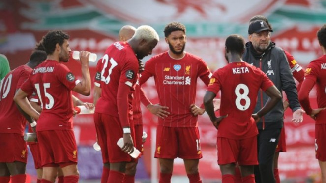 Manajer Liverpool, Juergen Klopp, semprot pemainnya di pinggir lapangan