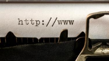 https://thumb.viva.co.id/media/frontend/thumbs3/2020/07/06/5f02a673a858b-awas-bahaya-mengintai-di-balik-web-explorer-kedaluwarsa_375_211.jpg