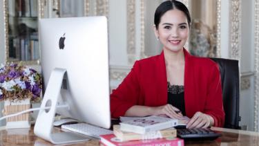 https://thumb.viva.co.id/media/frontend/thumbs3/2020/07/06/5f02a67ab8d10-sukses-berbisnis-sejak-muda-womenpreneur-ini-ungkap-rahasianya_375_211.jpg
