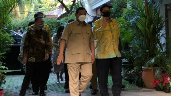 Ketua Umum Gerindra Prabowo Subianto bertemu Ketum Golkar Airlangga Hartarto.