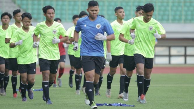 Latihan Timnas Indonesia U-16 di Stadion Patriot Candrabhaga