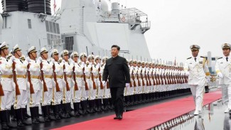 VIVA Militer: Presiden China, Xi Jinping, bersama pasukan Angkatan Laut (PLAN)