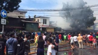 Kebakaran lapak pedagang di Jalan Minangkabau Barat Pasar Rumput Jakarta Selatan