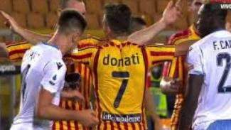 Pemain Lazio, Patric melakukan gigitan ke pemain Lecce
