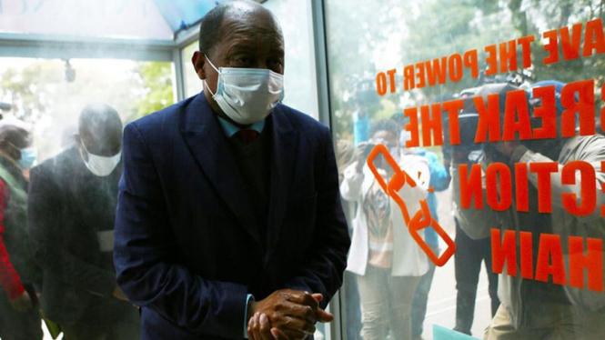 Menteri Kesehatan Zimbabwe, Obediah Moyo.
