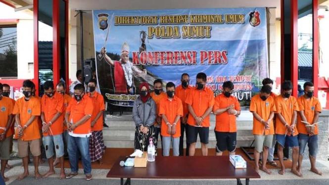 Para tersangka kerusuhan di Kabupaten Mandailing Natal di Mapolda Sumut