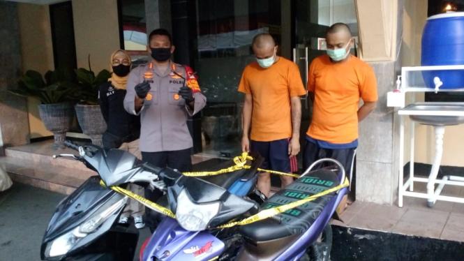 Dua pelaku pencurian sepeda motor di Depok, Jawa Barat