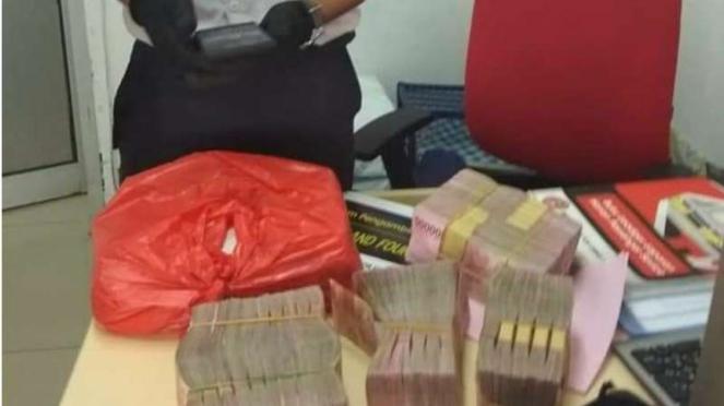 Viral petugas kebersihan Stasiun Bojong temukan uang Rp500 Juta