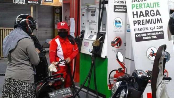 50 SPBU di Denpasar jual bensin jenis Pertalite seharga Rp6.450 per liter