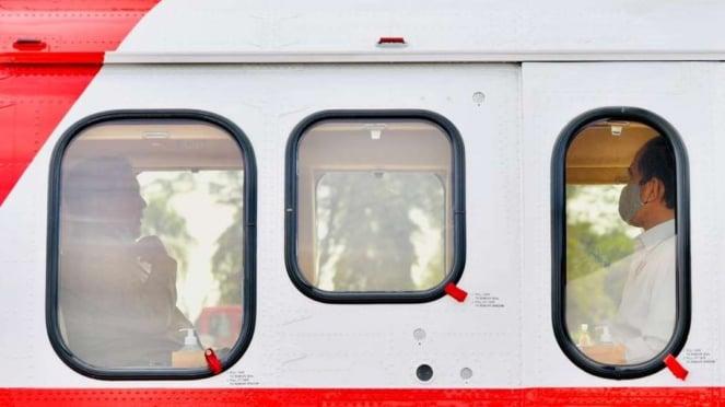 Presiden Joko Widodo dan Menhan Prabowo Subianto di Helikopter Merah Putih