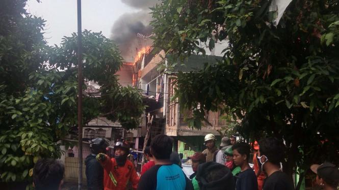 Kebakaran Kampung Padat Penduduk di Rawamangun Jakarta Timur
