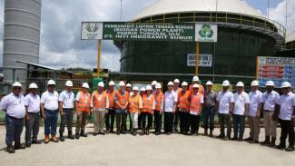 Duta Besar dan delegasi negara Uni Eropa mengunjungi Pembangkit Listrik Tenaga Biogas Asian Agri pada April 2018.