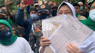 Ahli Waris Tanah Agustina dan Banser Geruduk Podomoro Land Tanjung Duren.