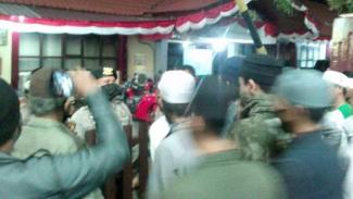 Ormas Islam datangi kantor Polres Pelabuhan Makassar.