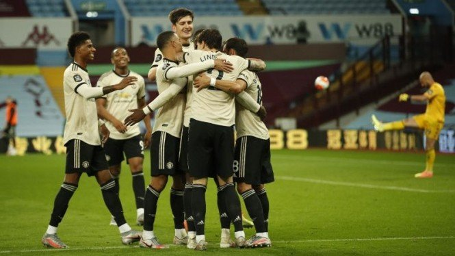 Pemain Manchester United merayakan gol.
