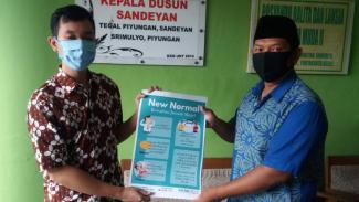Bima (kiri) dan Kepala Dusun Sandeyan Bapak Aris (kanan)
