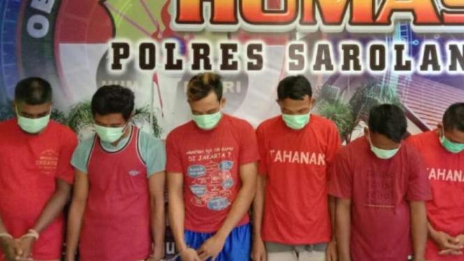 Tujuh warga Pati, Jawa Tengah, ditangkap polisi karena menambang emas ilegal.