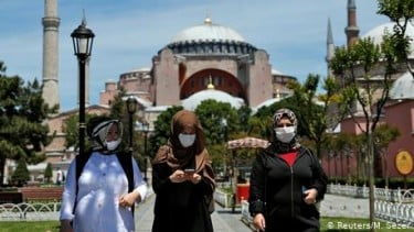 https://thumb.viva.co.id/media/frontend/thumbs3/2020/07/11/5f09297d68679-keputusan-pengadilan-turki-buka-jalan-hagia-sophia-jadi-masjid_375_211.jpg