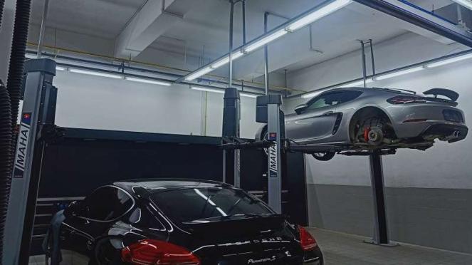 Ilustrasi servis mobil Porsche