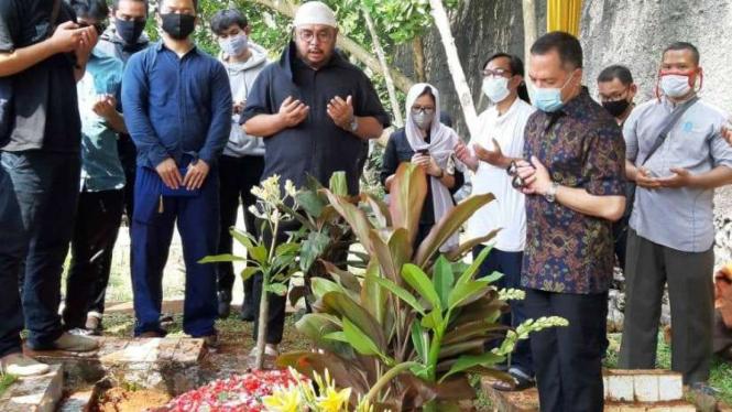 Pemakaman Yodi Prabowo di TPU wakaf Sandratex, Ciputat, Tangsel.