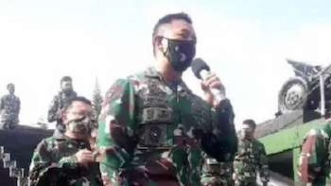 Kepala Staf TNI Angkatan Darat Jenderal TNI Andika Perkasa memberikan motivasi dan support kepada Siswa Secapa AD yang terpapar COVID-19, Bandung, Sabtu (11/7/2020)