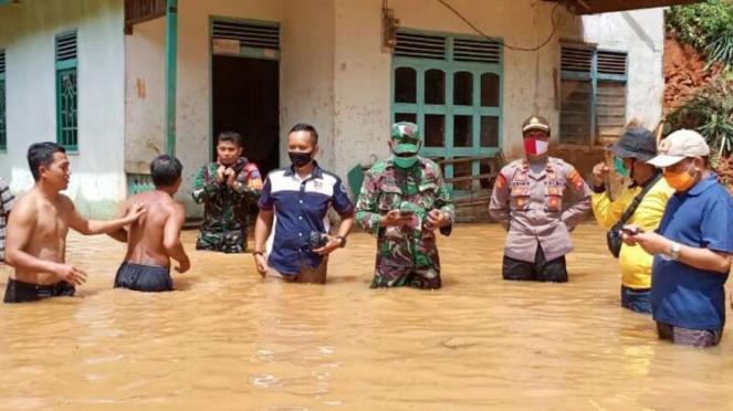 Ribuan rumah warga di Kabupaten Melawi, Kalimantan Barat, terendam banjir dan la